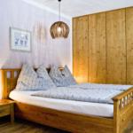 Waldesruh-Halseralm Apartment liebevoll eingerichtete Schlafzimmer